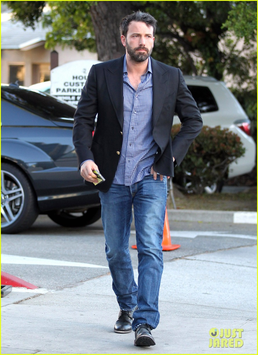 ben affleck solo stroll on anniversary 112681341