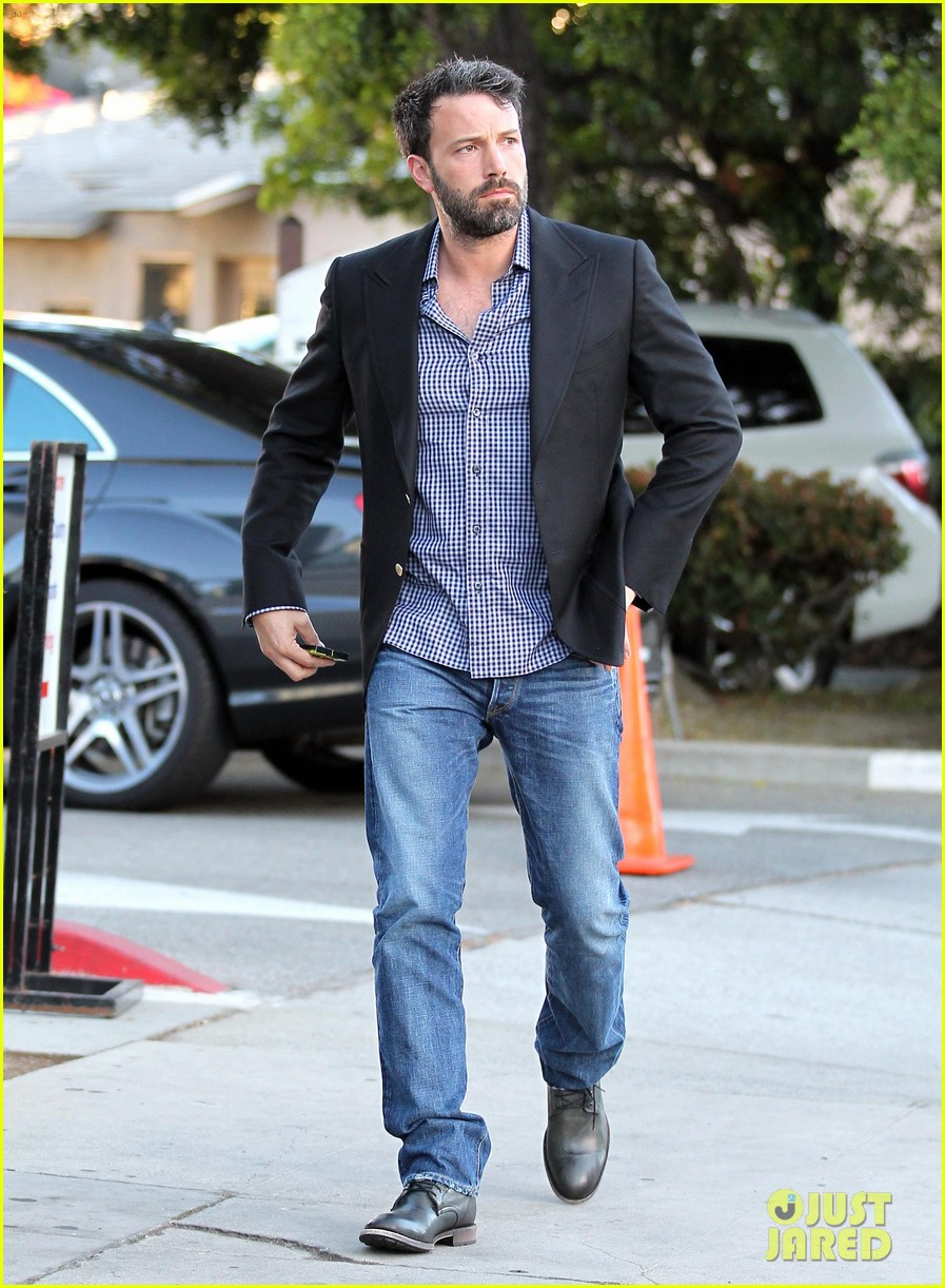 ben affleck solo stroll on anniversary 12