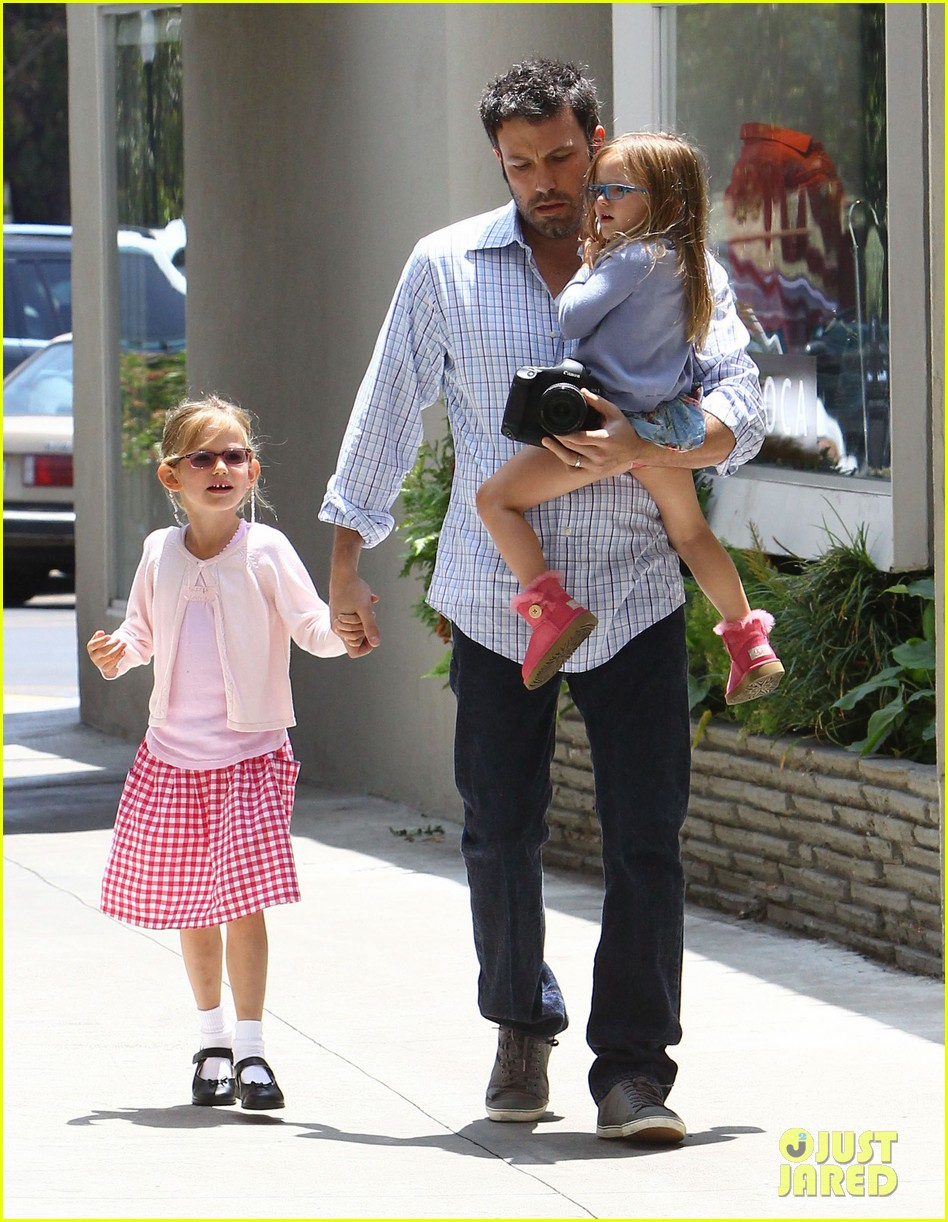 garner affleck family time 012670026