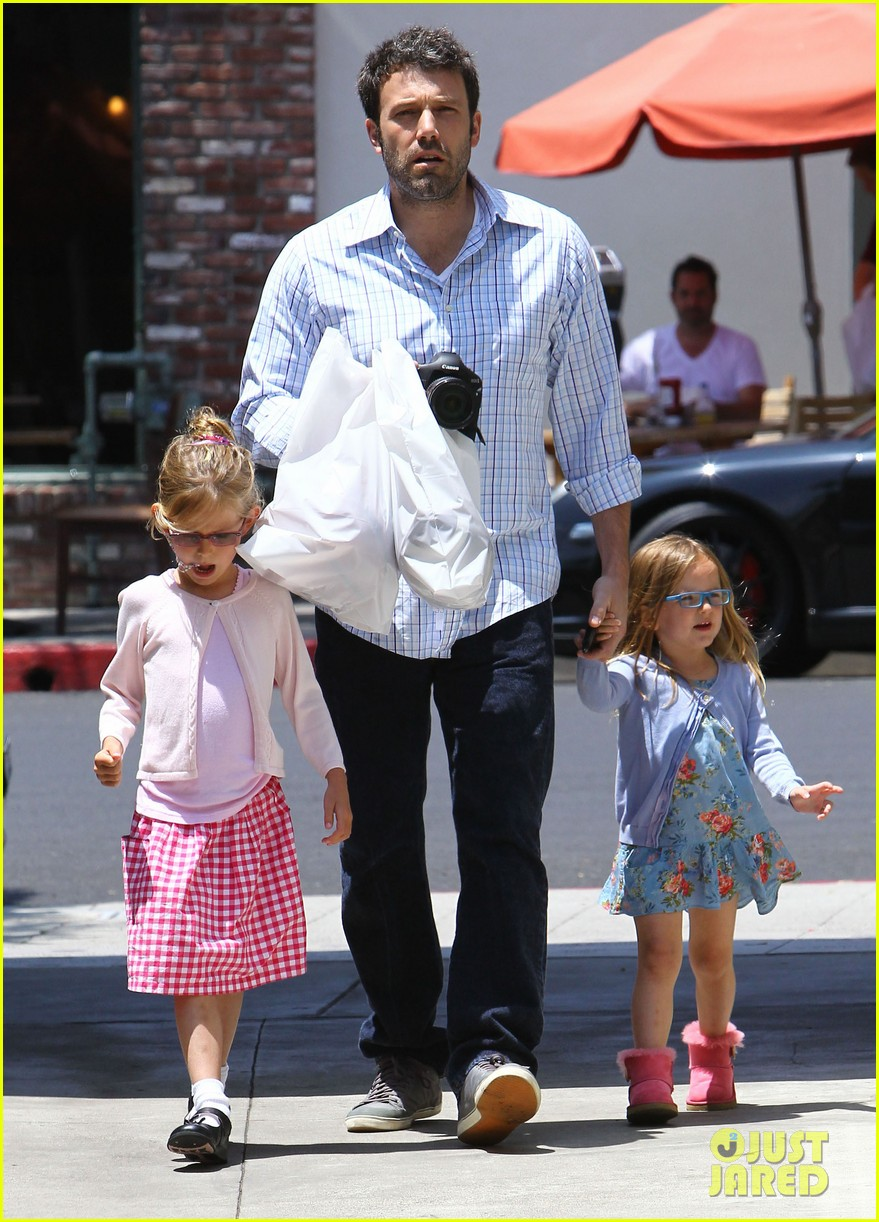 garner affleck family time 032670028