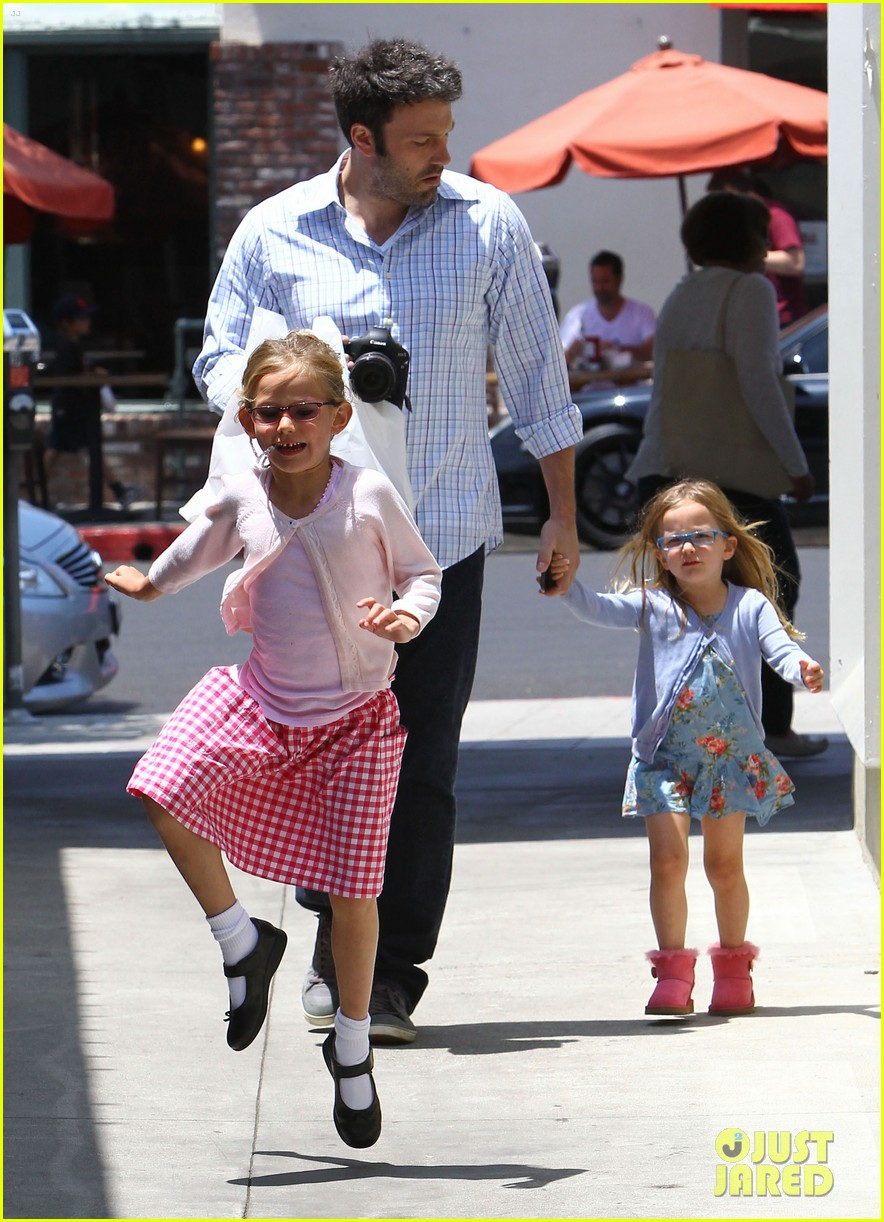 garner affleck family time 052670030
