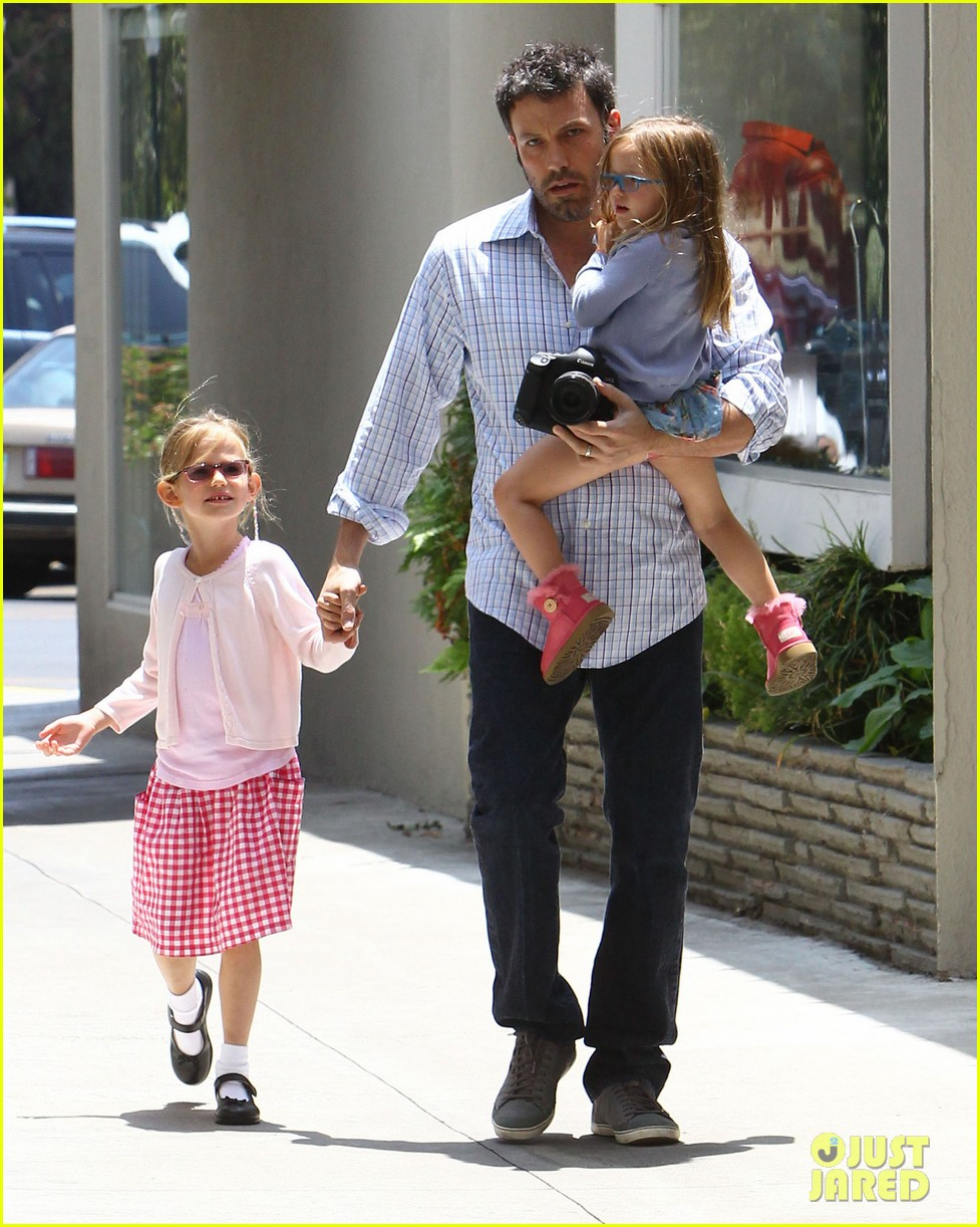 garner affleck family time 062670031