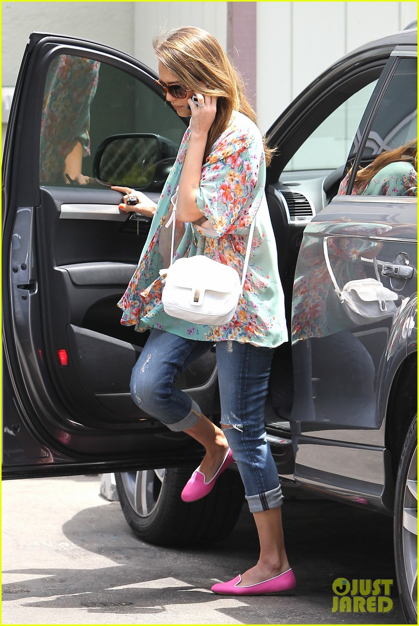 jessica alba neon outfits 102674775