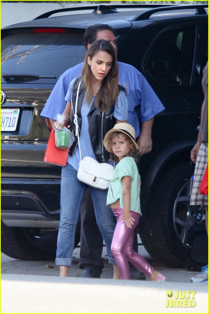 jessica alba malibu with honor 04