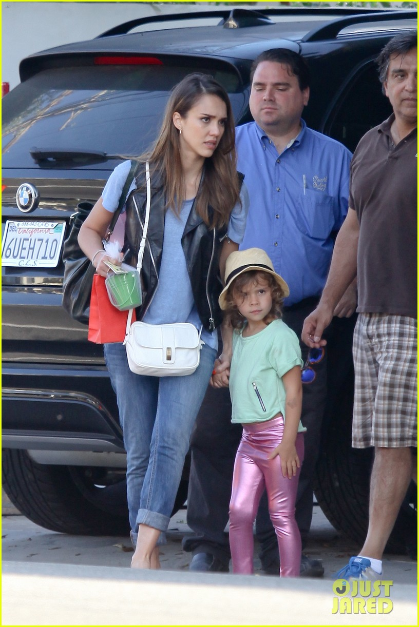 jessica alba malibu with honor 08