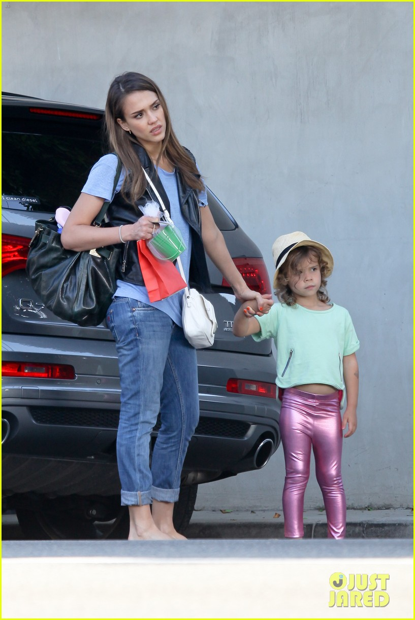 jessica alba malibu with honor 102673601