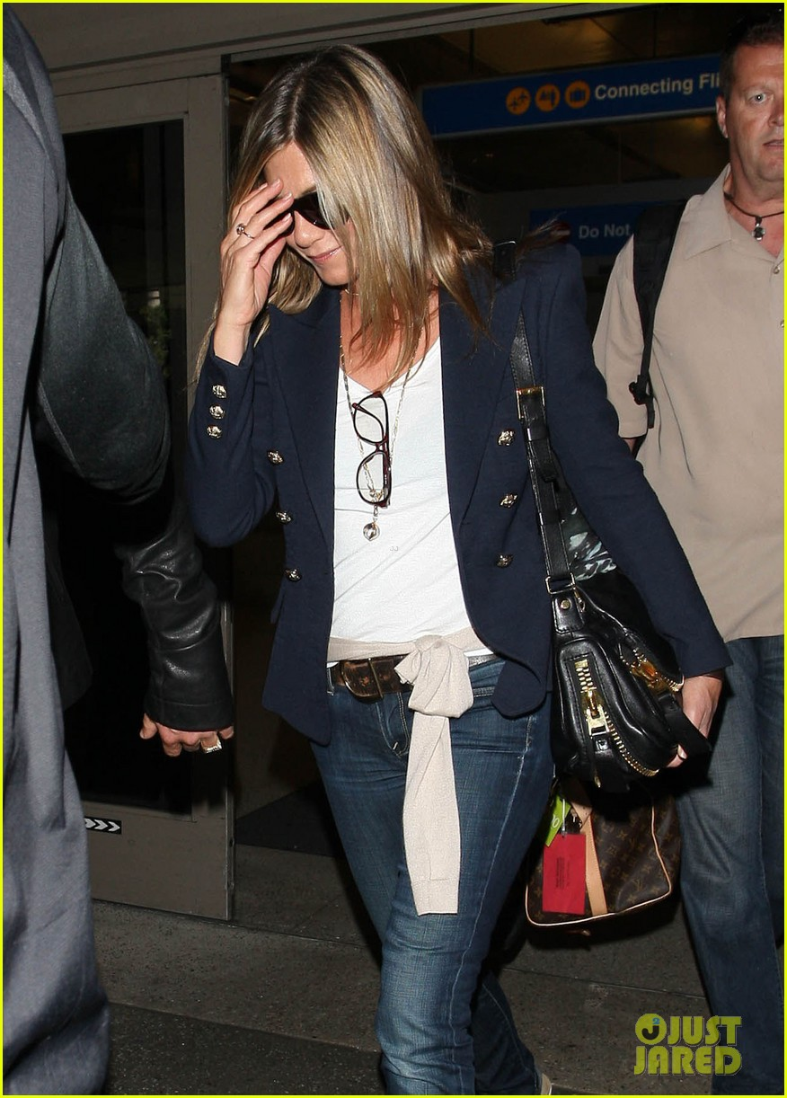 jennifer aniston justin theroux lax airport 11