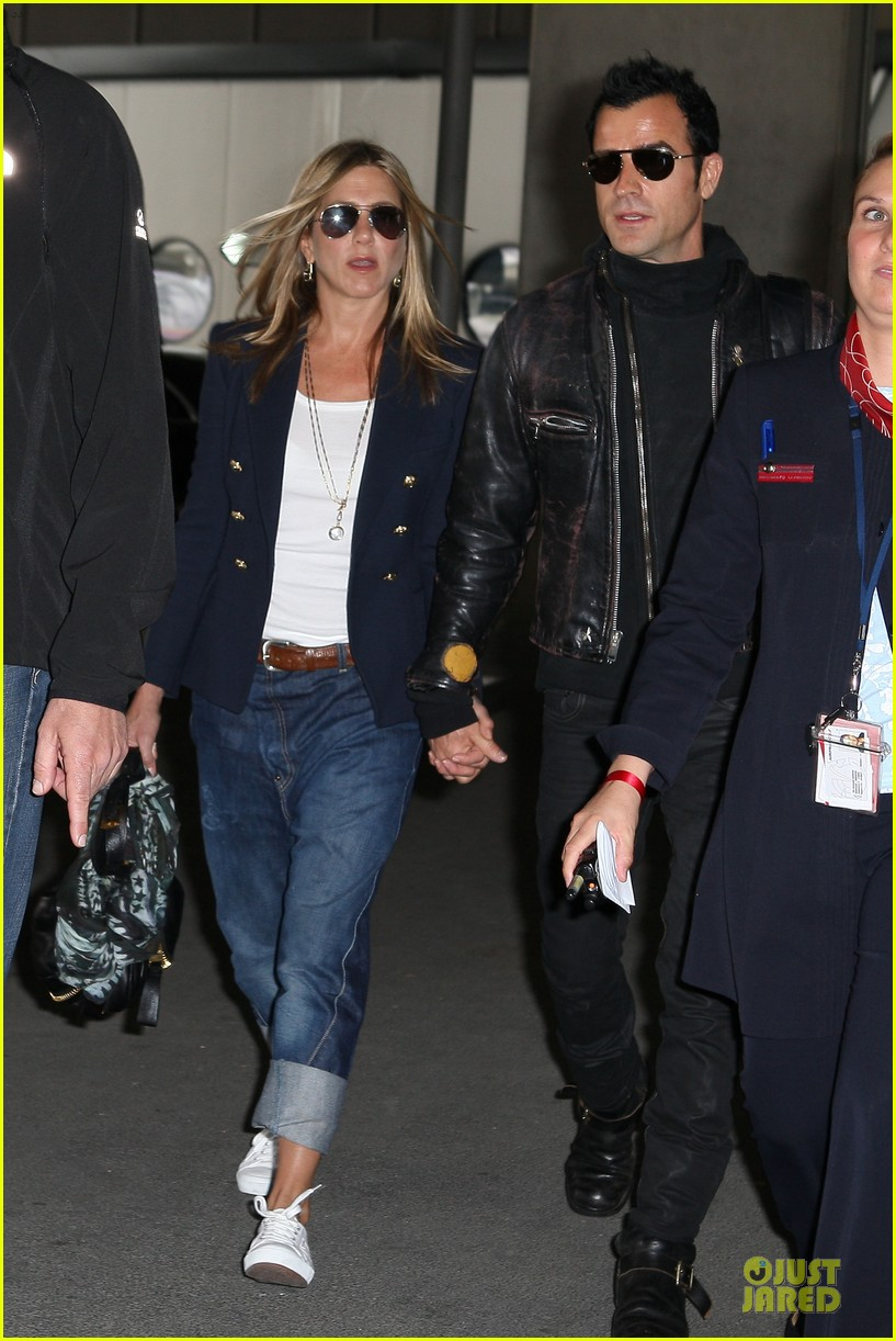jennifer aniston justin theroux paris arrival 01
