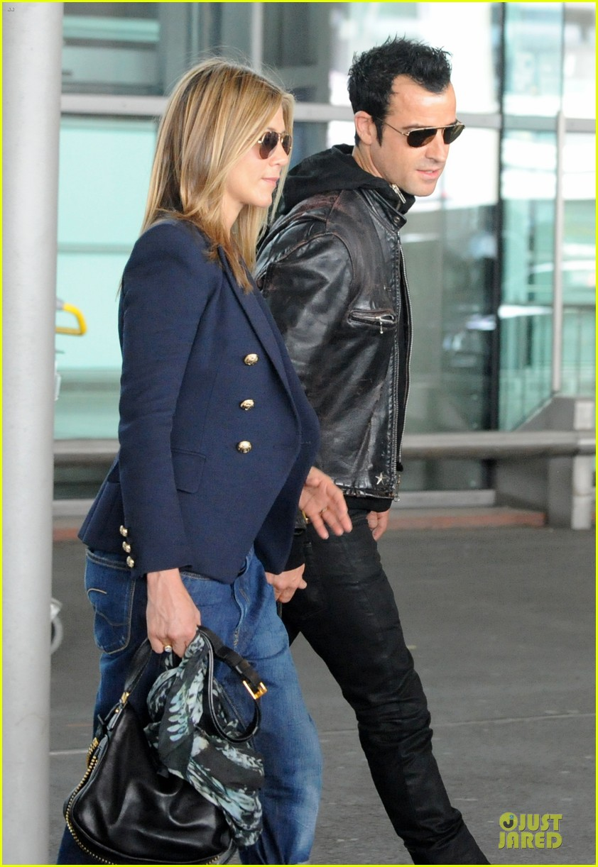 jennifer aniston justin theroux paris arrival 022673648