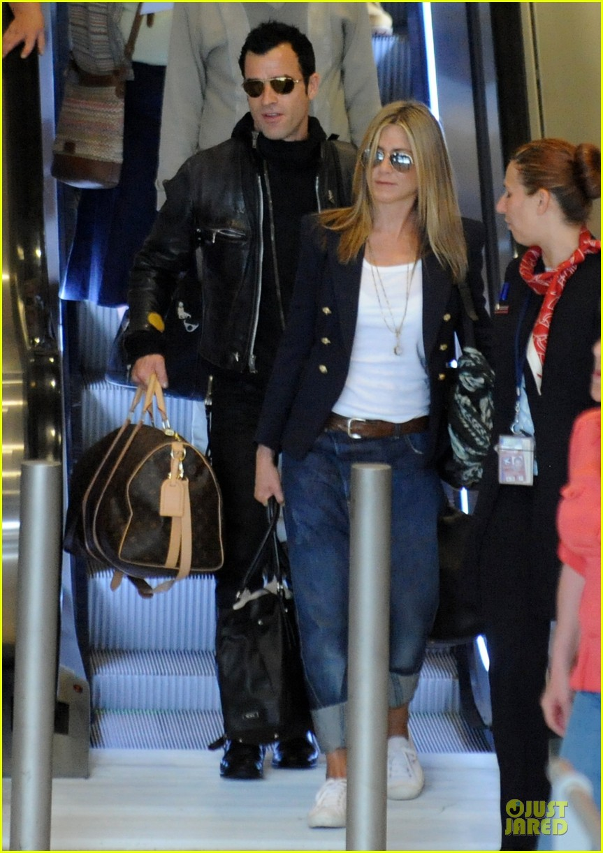 jennifer aniston justin theroux paris arrival 08
