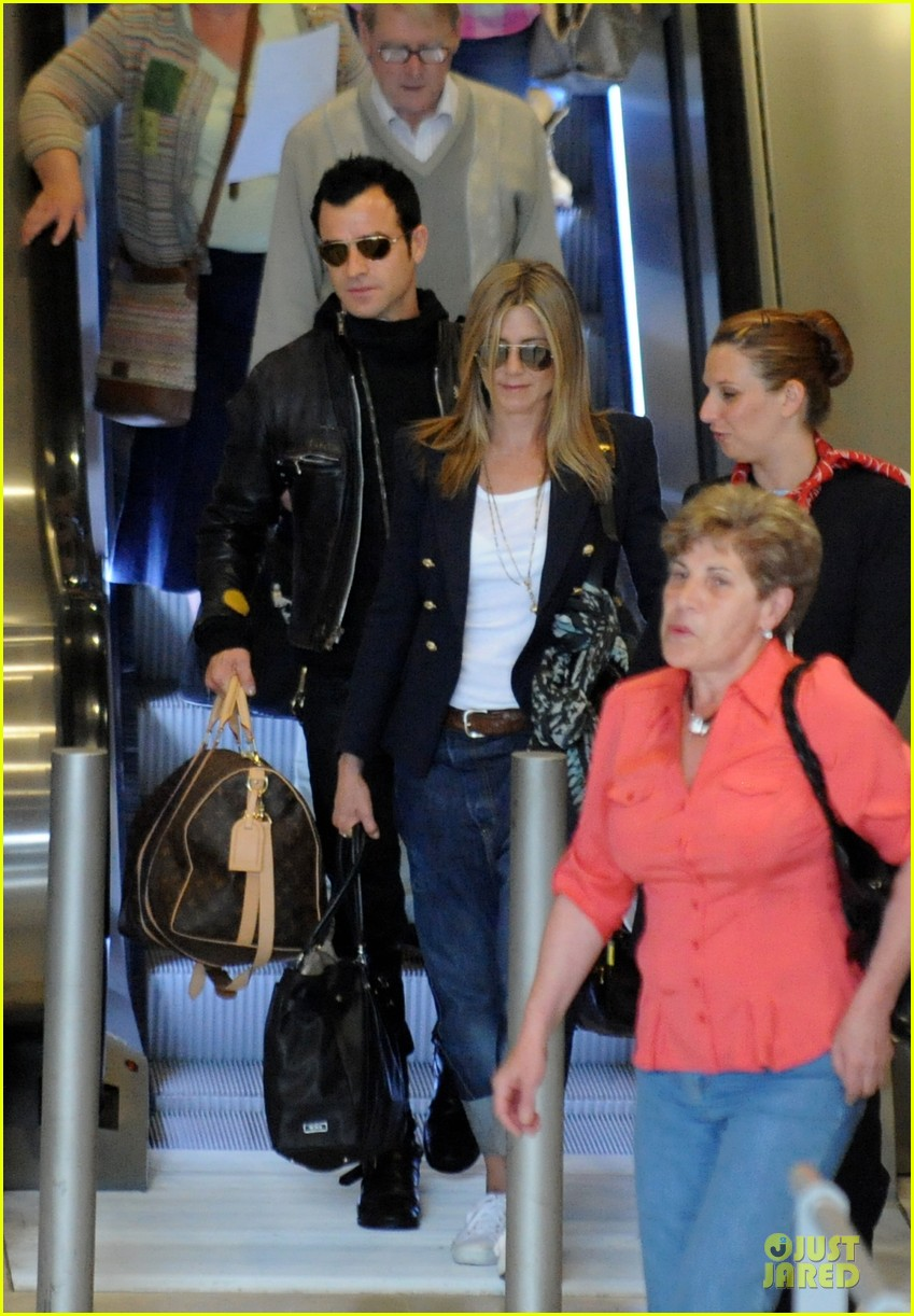 jennifer aniston justin theroux paris arrival 12