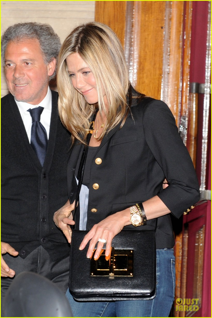 jennifer aniston justin theroux matching rings 04