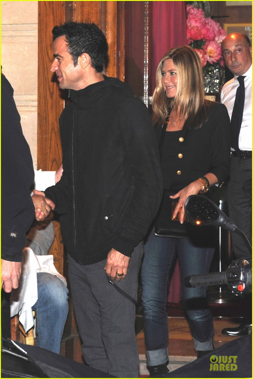 jennifer aniston justin theroux matching rings 07