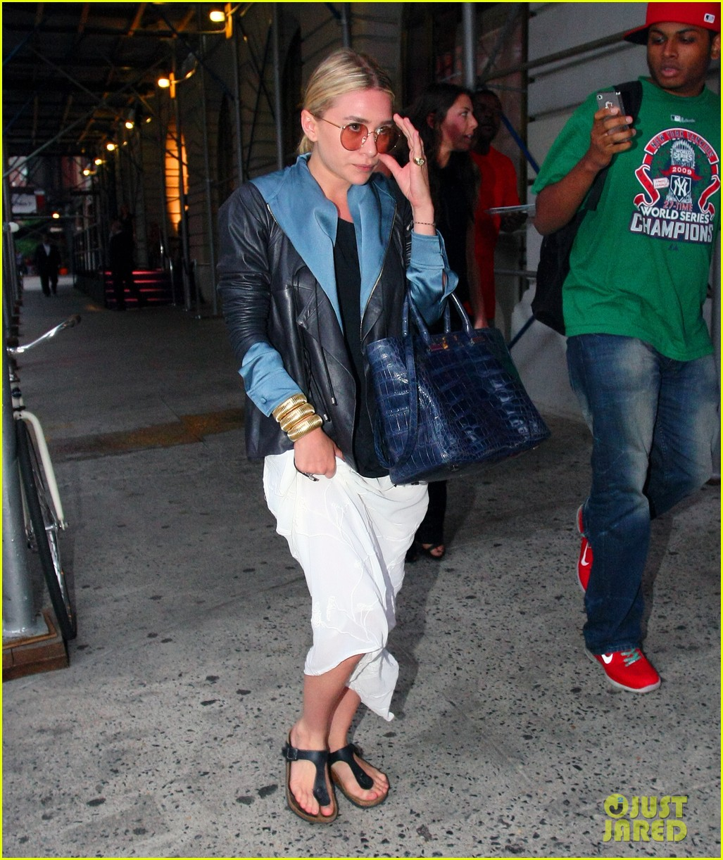 ashley olsen nyc stroll 062673574