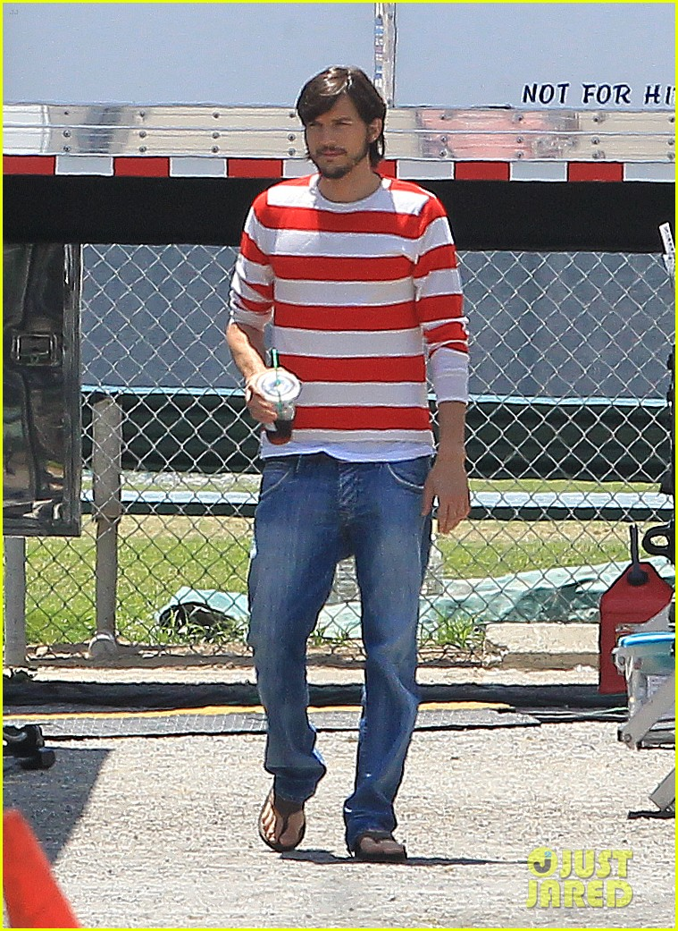 ashton kutcher stripes on jobs set 012675596