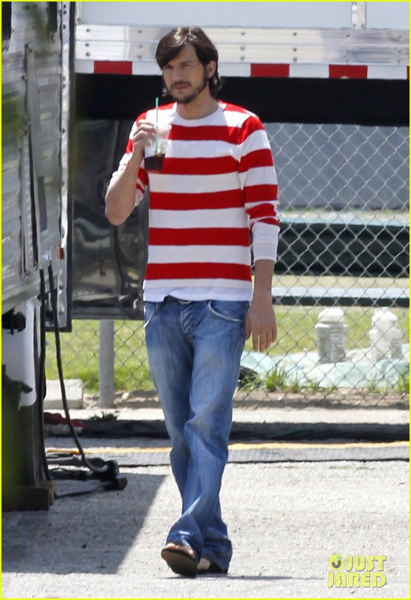 ashton kutcher stripes on jobs set 072675602
