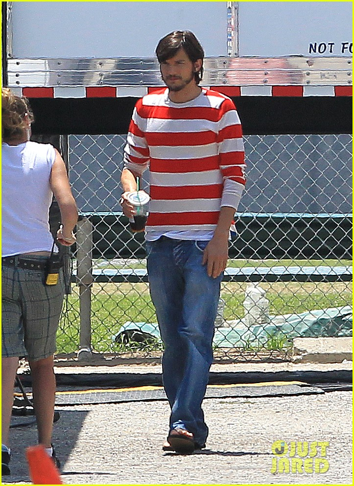 ashton kutcher stripes on jobs set 092675604
