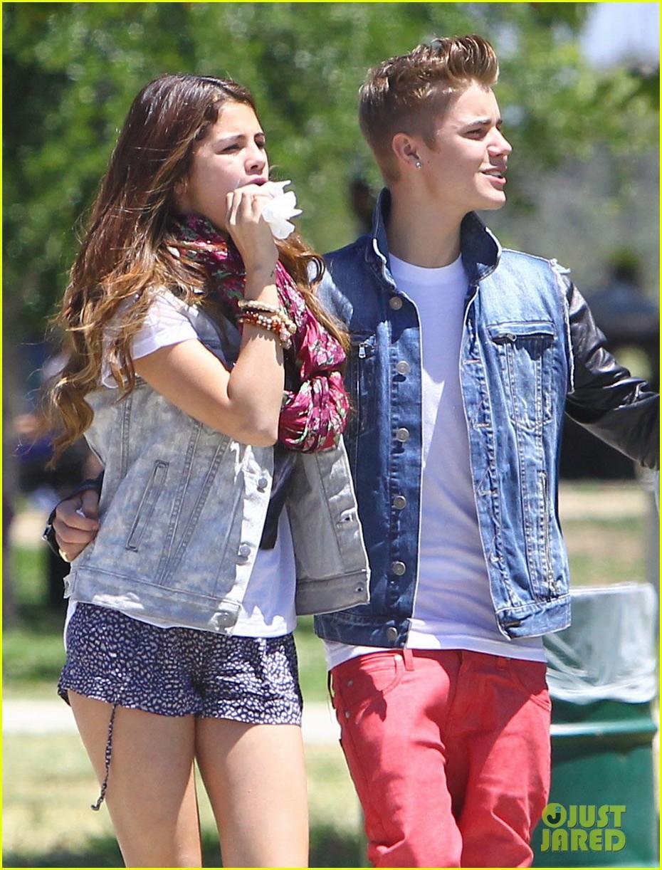 Selena gomez and justin bieber age