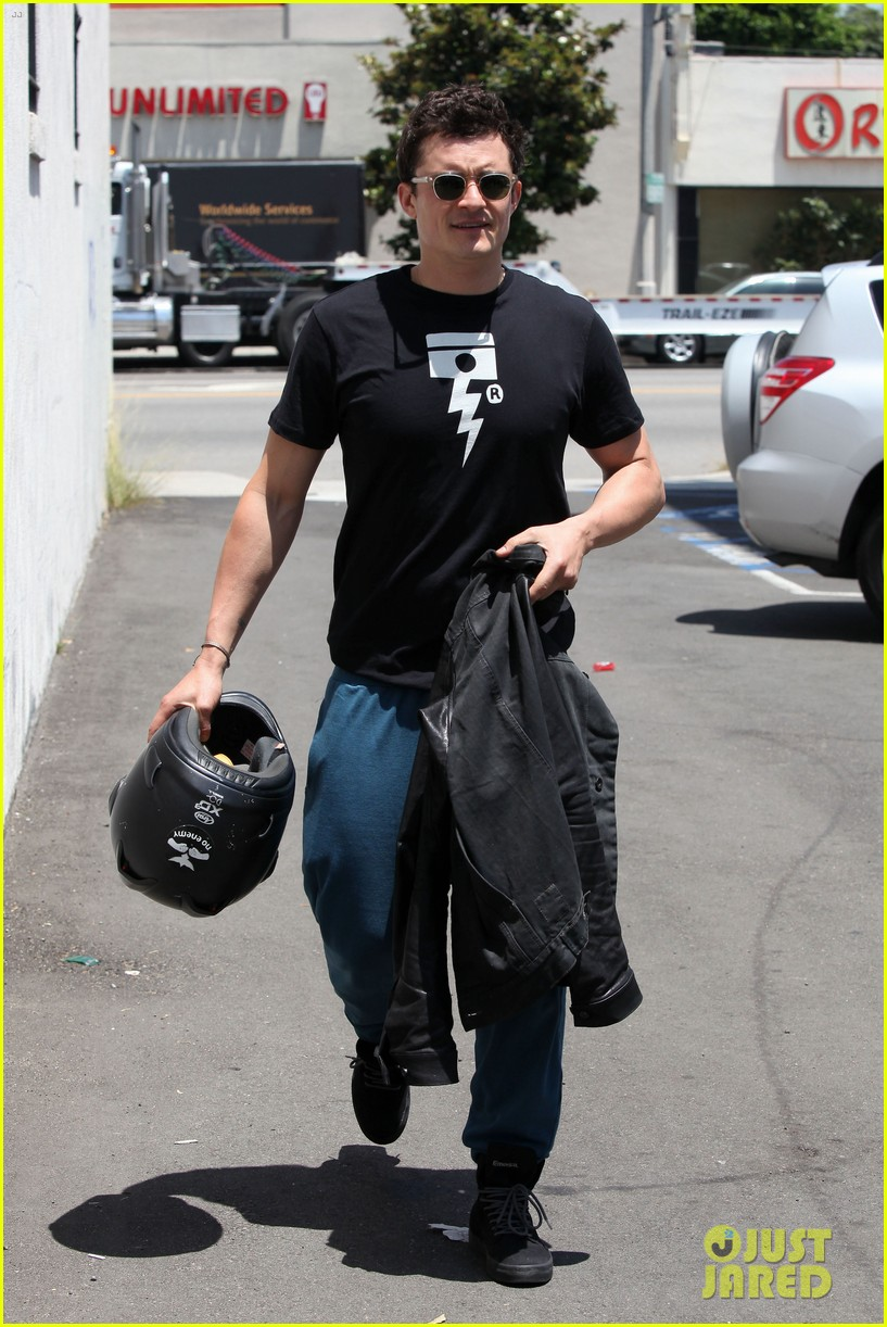 orlando bloom biker boy in beverly hills 012674207