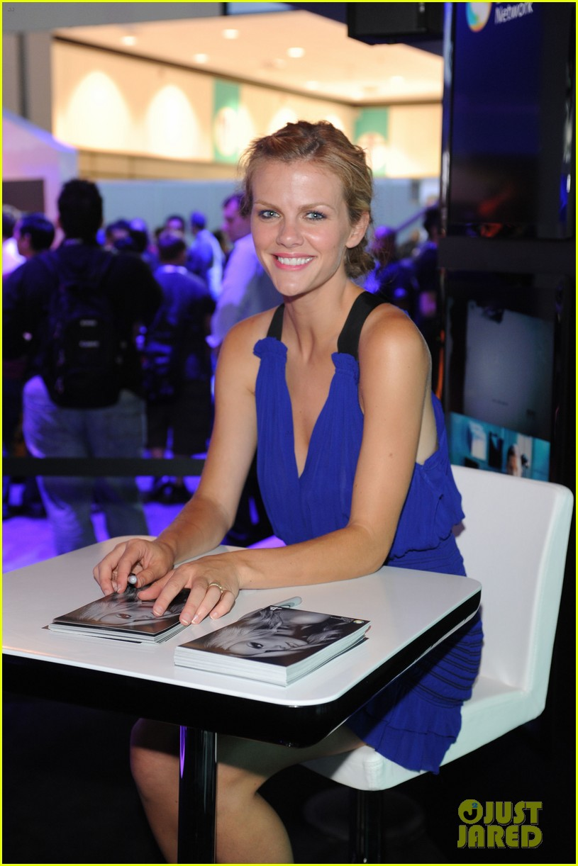 brooklyn decker play station 02