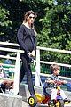 gisele bundchen pregnant stroll with benjamin 06