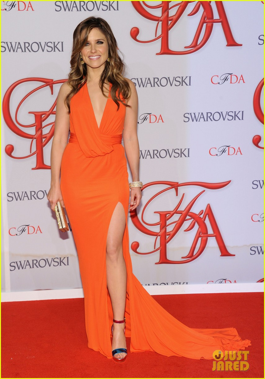 sophia bush mandy moore cfda fashion awards 2012 01