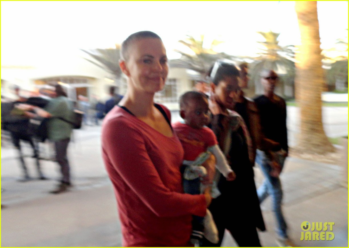charlize theron shaved head 01