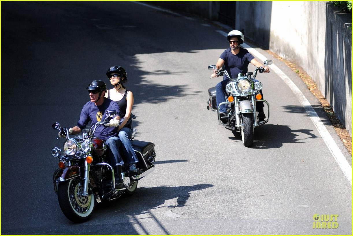 george clooney stacy keibler motorcycle lake como 10