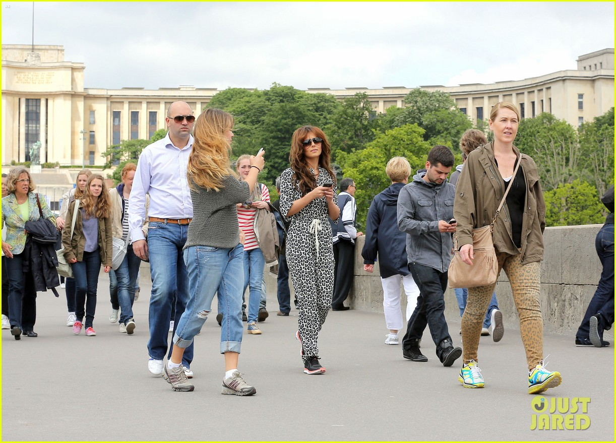 cheryl cole sightseeing in paris 032674778