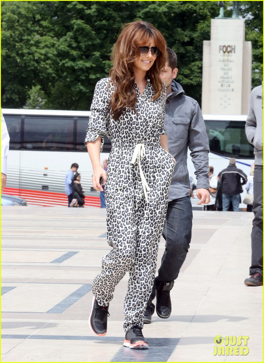 cheryl cole sightseeing in paris 15