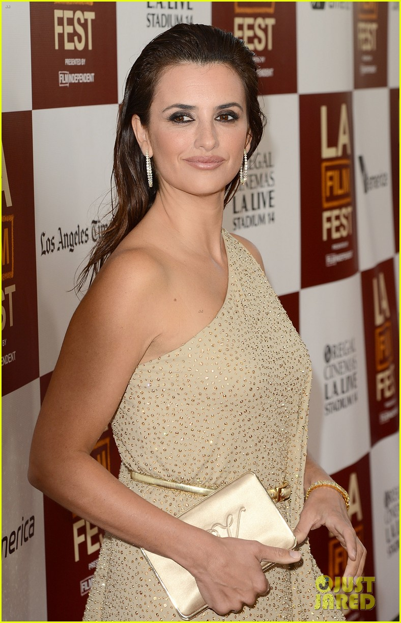 penelope cruz to rome with love l a premiere 012675237