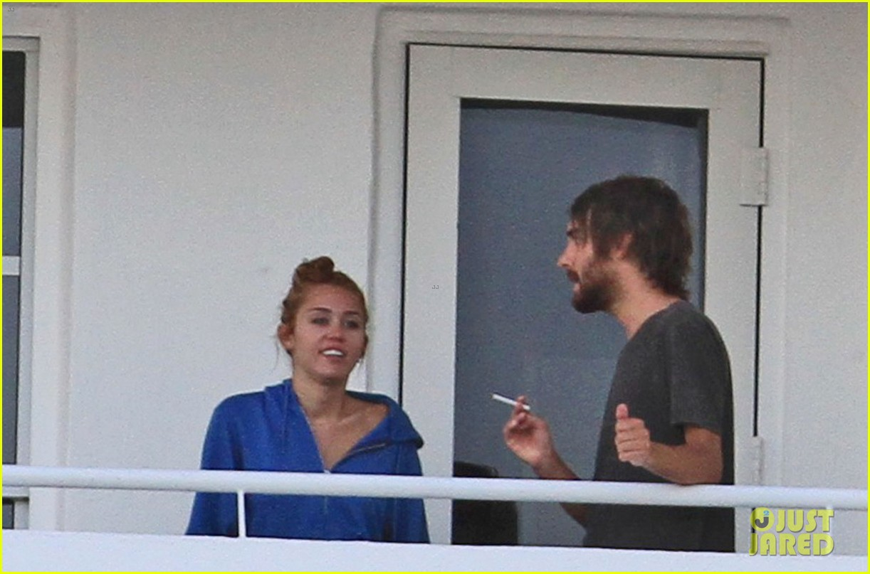 Miley cyrus bikini pool doubt