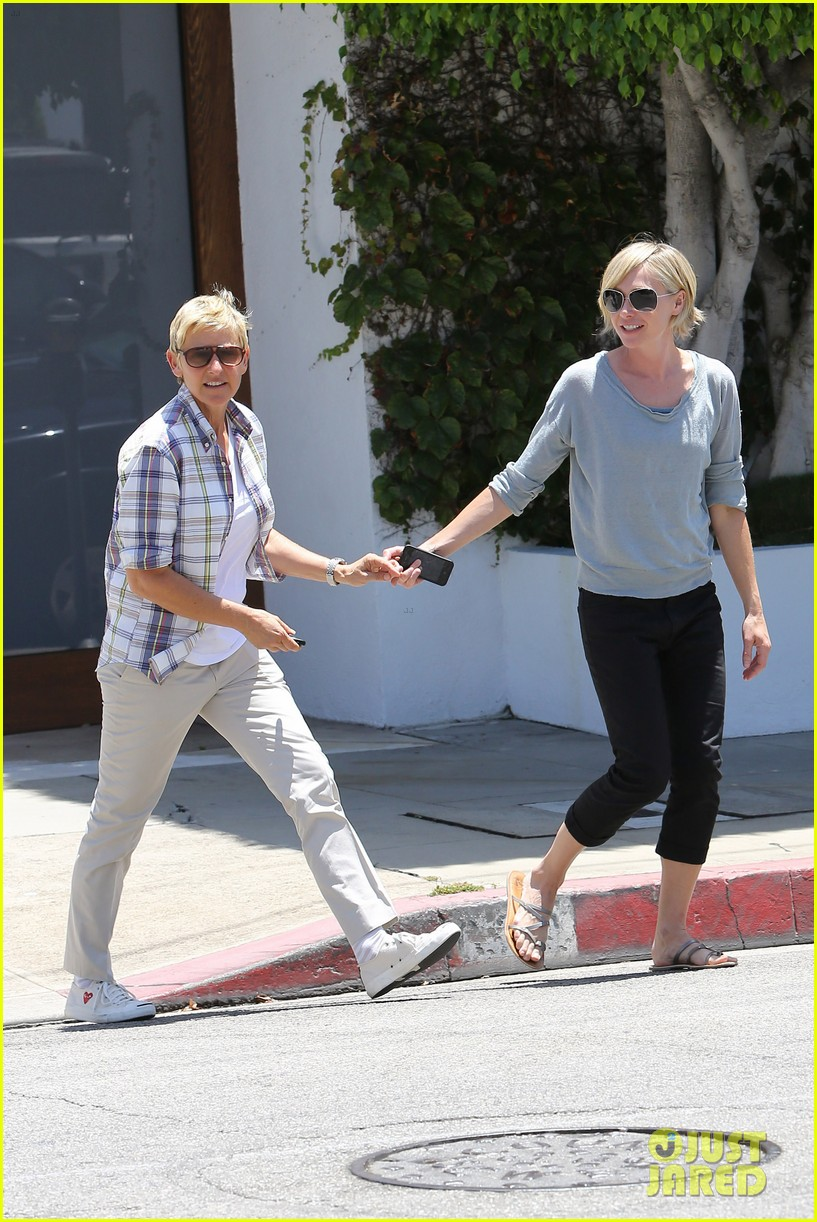 ellen degeneres running errands with portia 03