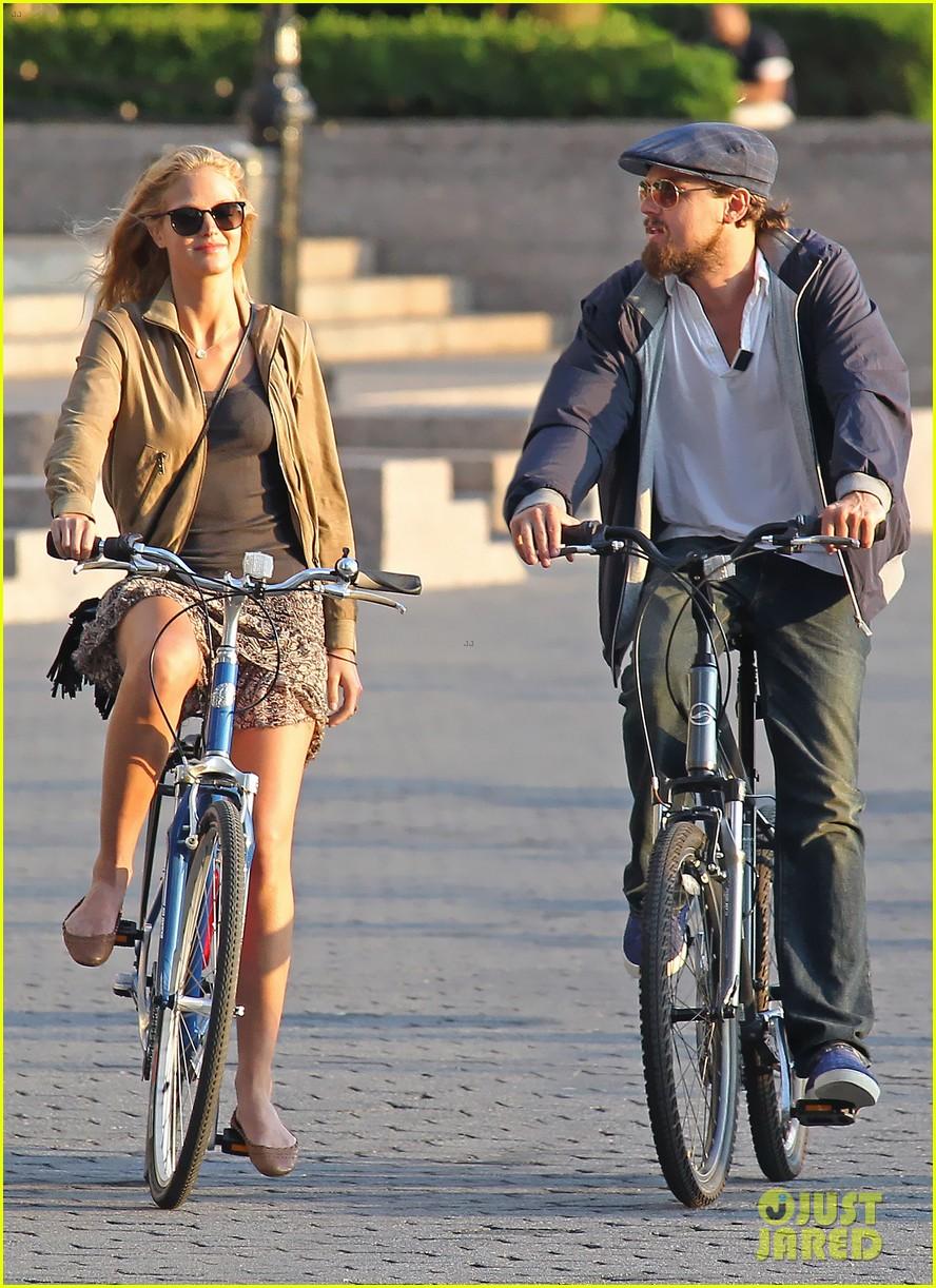 leonardo dicaprio erin heatherton biking twosome 012675279
