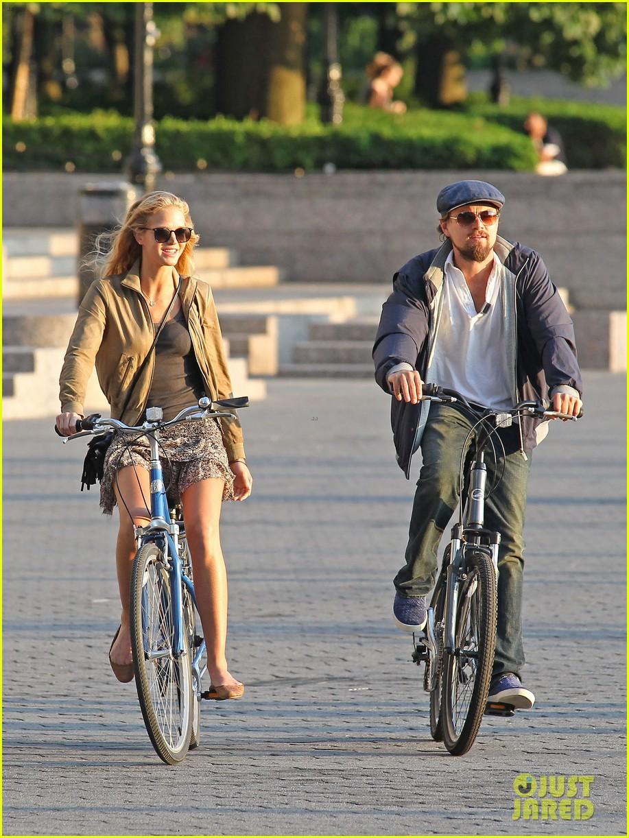 leonardo dicaprio erin heatherton biking twosome 092675287