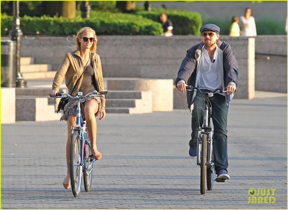 leonardo dicaprio erin heatherton biking twosome 10
