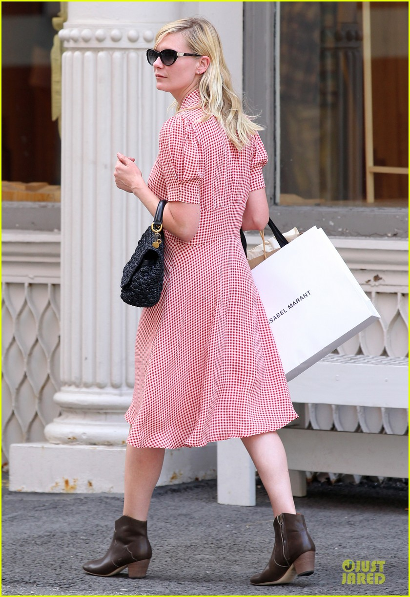 kirsten dunst shopping soho 05