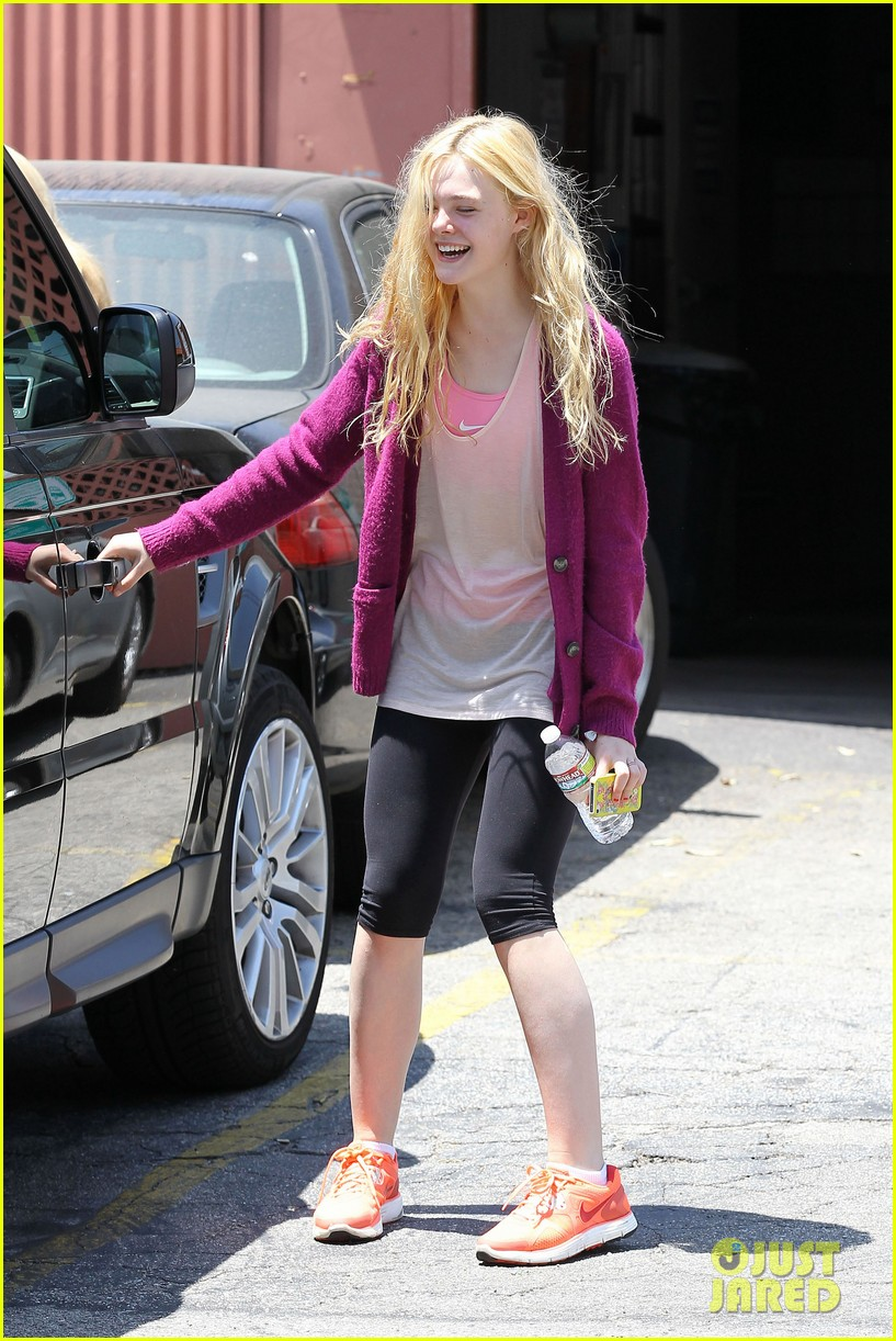 elle dakota fanning casual weekend 01