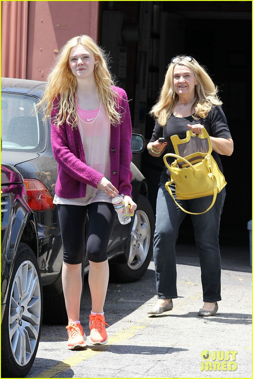 elle dakota fanning casual weekend 052673870