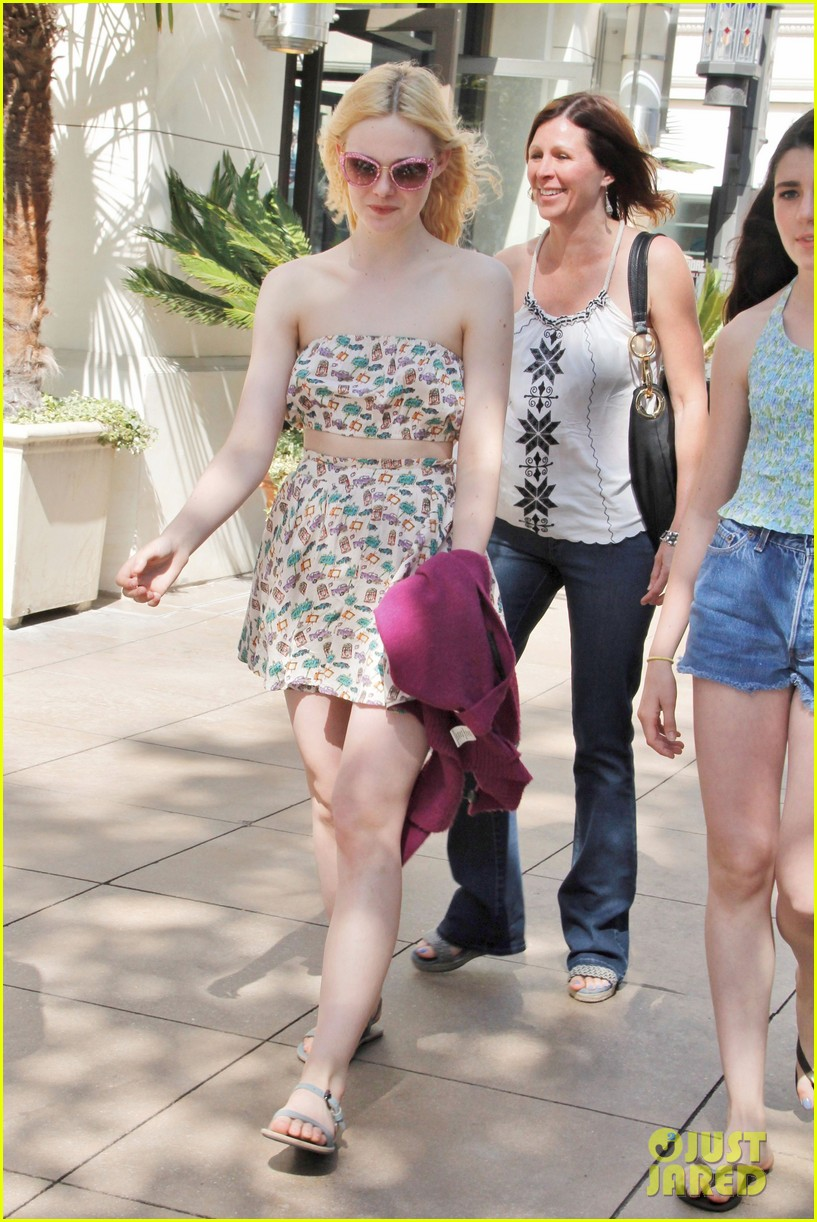 elle dakota fanning casual weekend 07