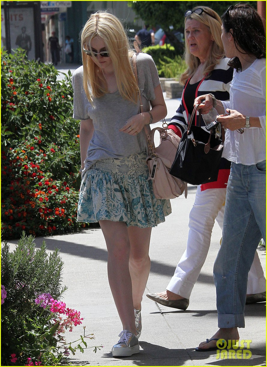 elle dakota fanning casual weekend 112673876