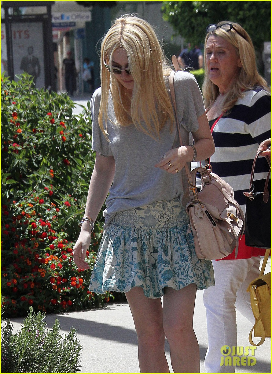 elle dakota fanning casual weekend 12