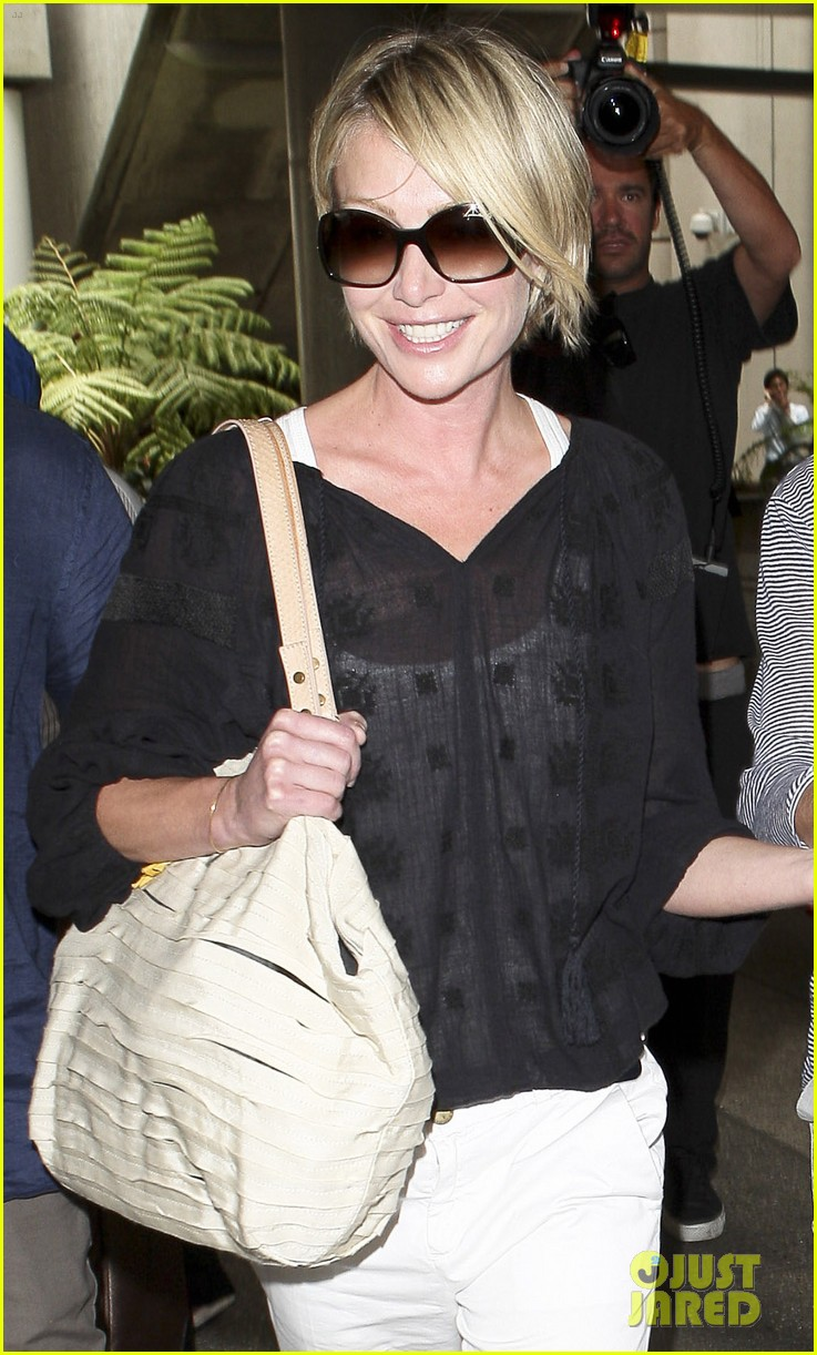 ellen and portia lax arrival 02