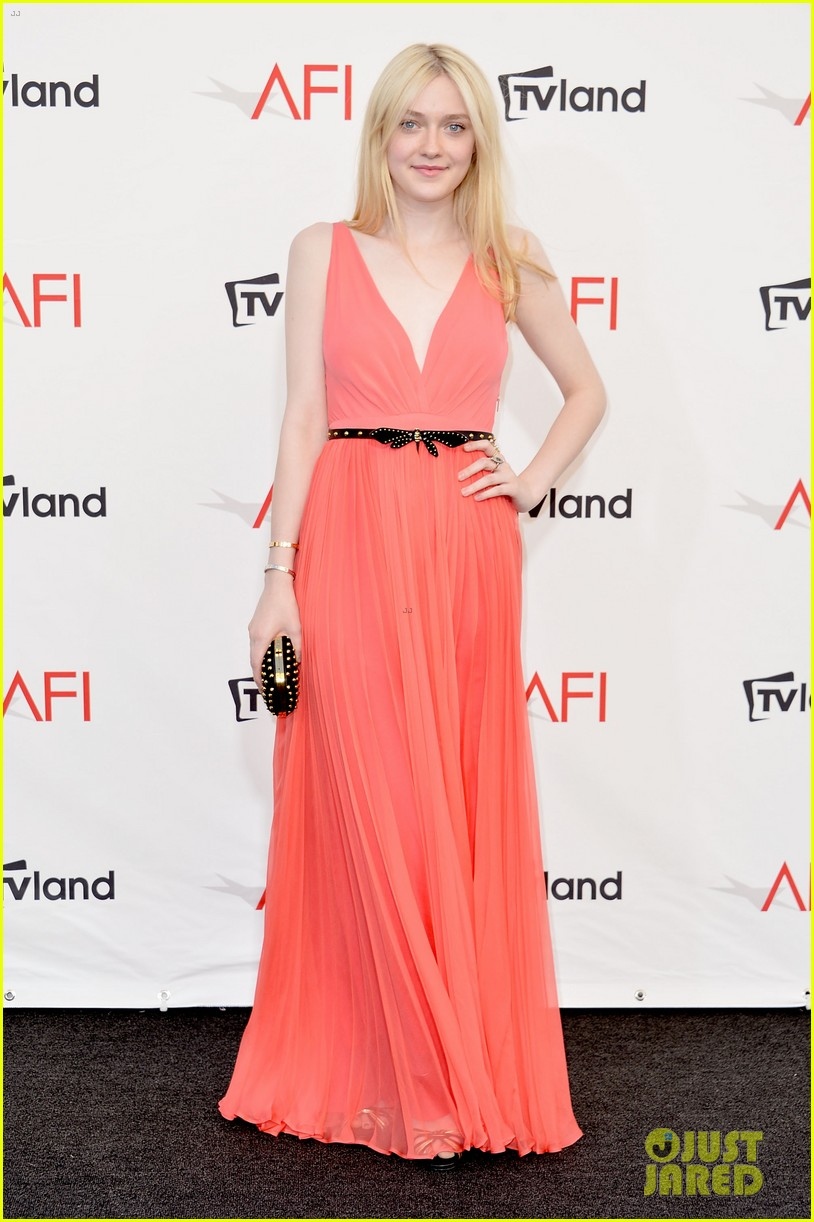 dakota fanning afi awards with julia roberts 01