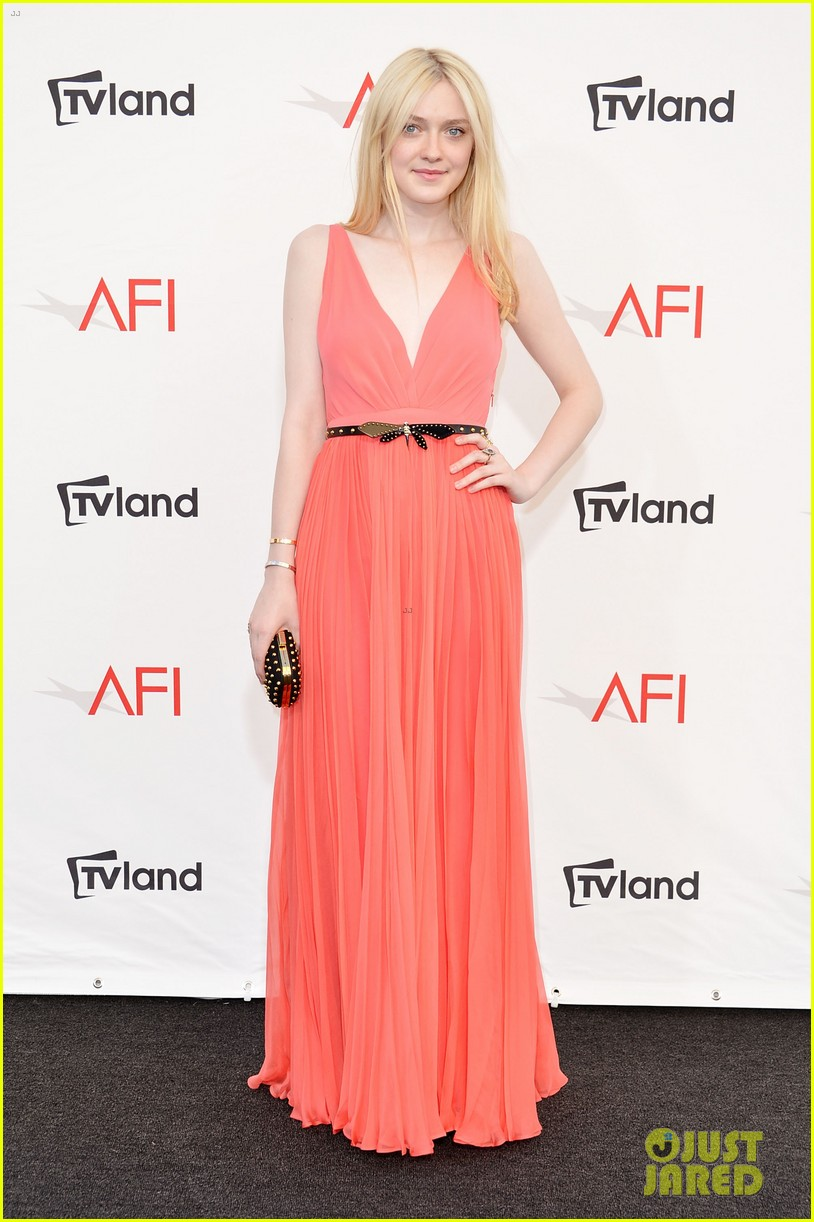 dakota fanning afi awards with julia roberts 18