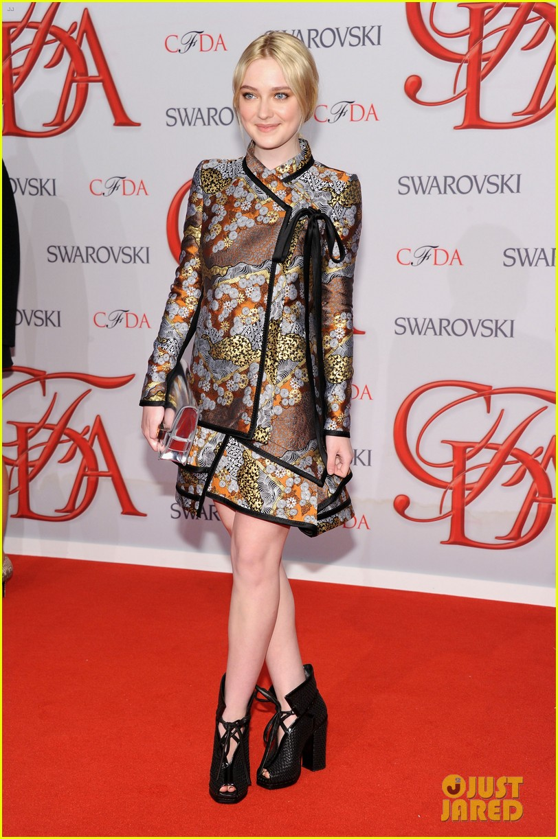 dakota fanning cfda fashion awards 2012 052670482
