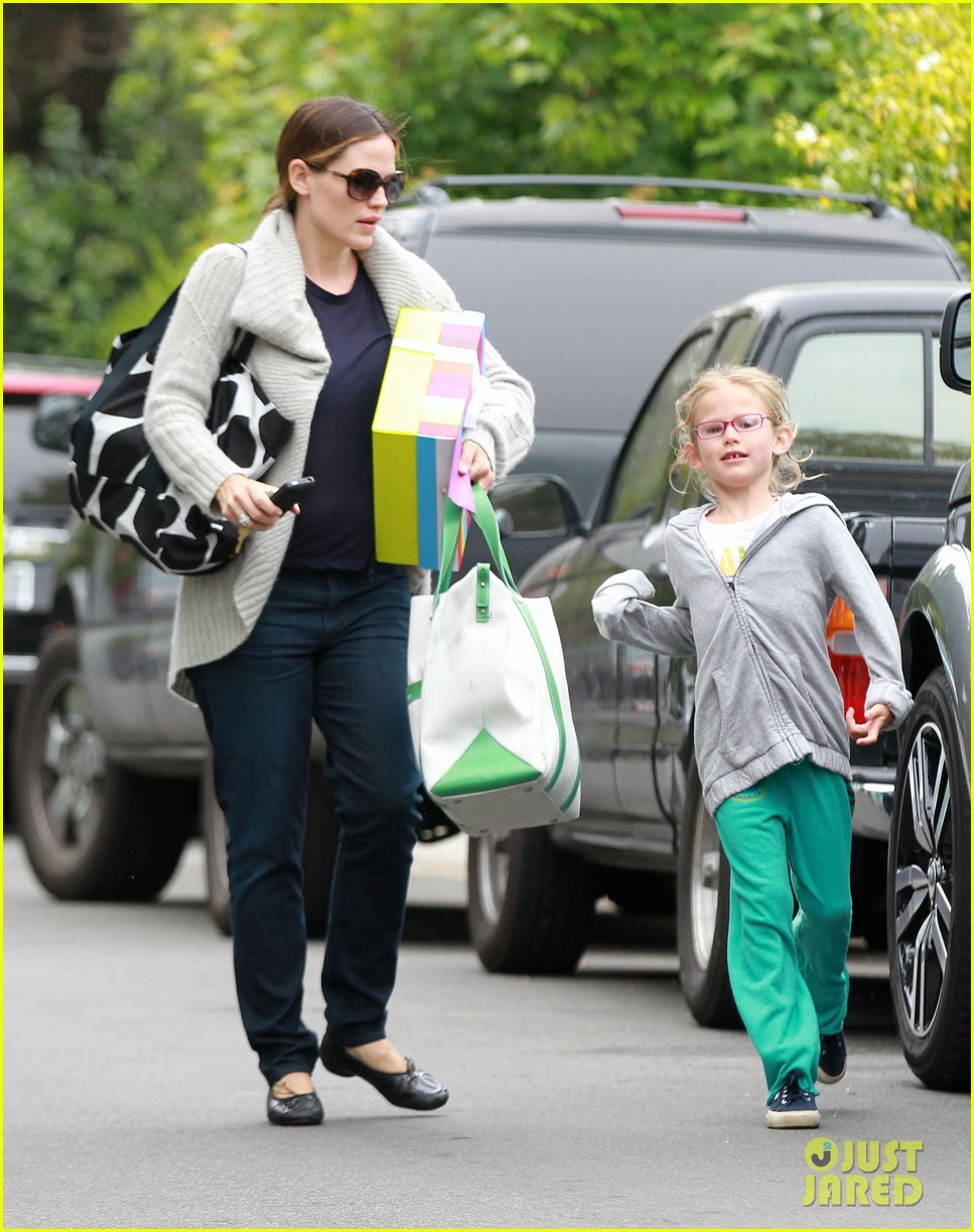 jennifer garner birthday party with violet 10
