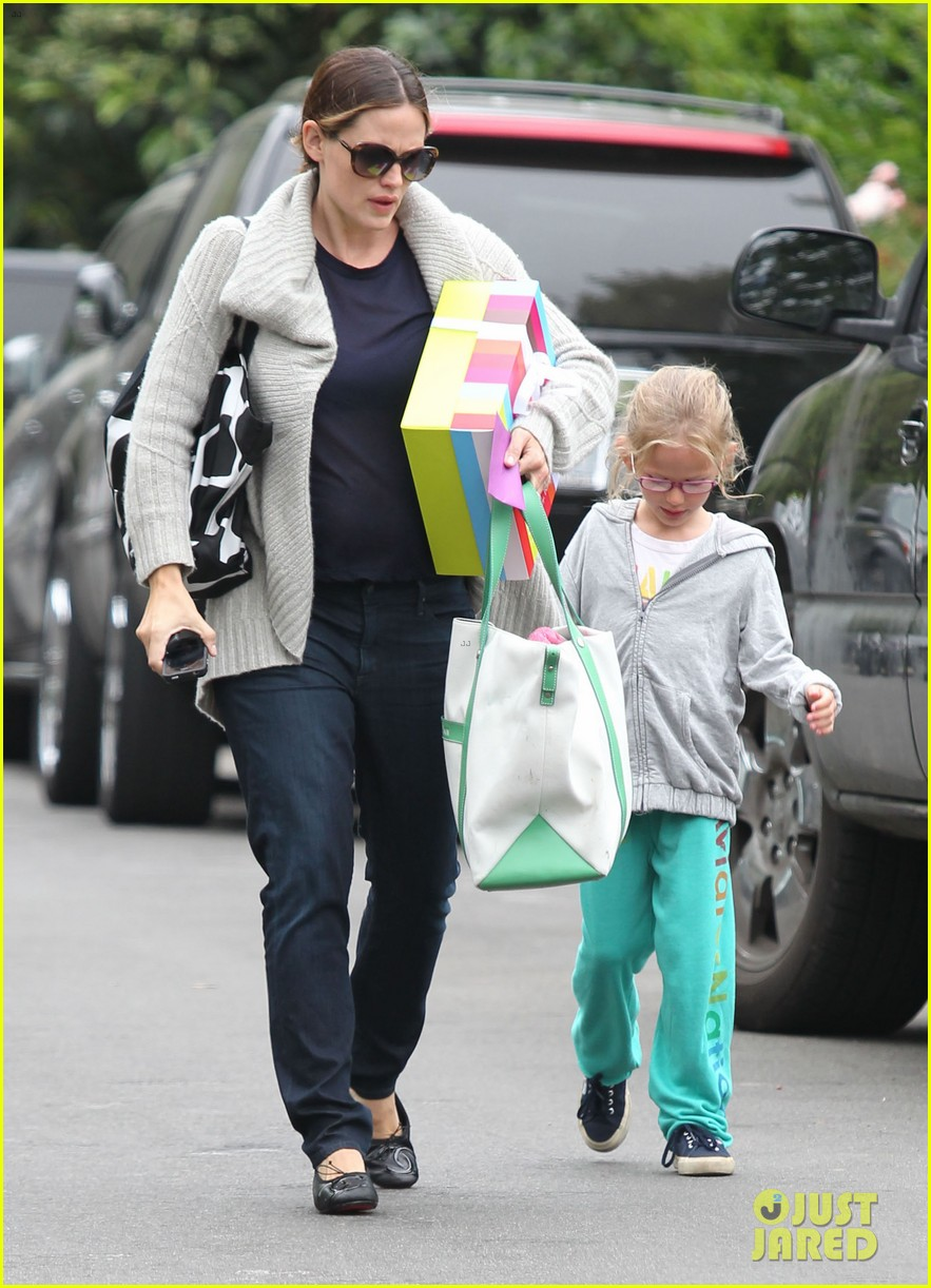 jennifer garner birthday party with violet 26