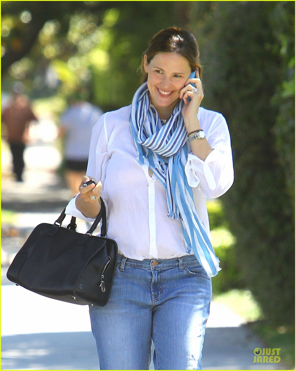 jennifer garner walks talks 04