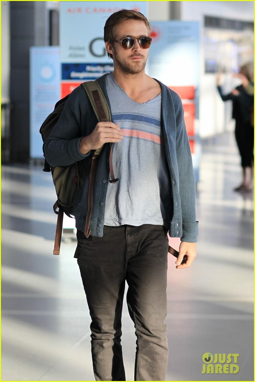 ryan gosling eva mendes canada airport 042671647